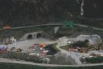Dalam gambar terlihat pintu masuk ke dalam tambang bawah tanah, juga truk dan shovel terparkir diluar.