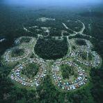 Kuala Kencana diresmikan pada tanggal 5 Desember 1995 dan mengawali rencana perluasan pemukiman yang direncanakan menjadi salah satu kota unik dan indah di Indonesia.