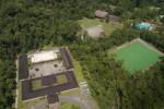 Tampak dari udara, sarana pendidikan sekolah Yayasan Pendidikan Jayawijaya (YPJ) dan fasilitas olahraga.