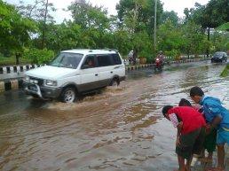 Jl Jend Sudirman Kota Metro Kebanjiran Marhenyantoz S Blog