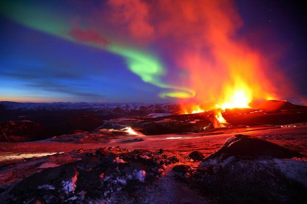 Pemandangan Lahar Dan Aurora Borealis Di Gunung Eyjafjallaj 246 Kull Marhenyantoz S Blog